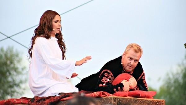 И снова опера у стен мужского монастыря