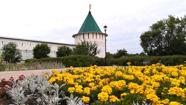 У Высоцкого монастыря поставят еще один забор