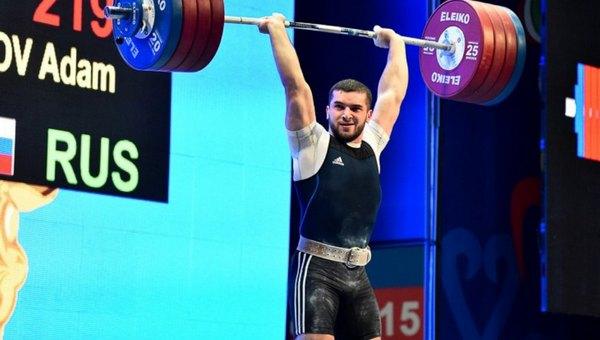 Чемпион Европы по тяжелой атлетике попался на сладеньком