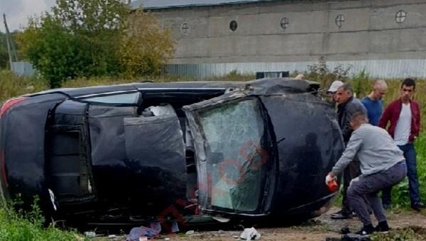 Под Серпуховом легковой автомобиль вылетел с трассы и лишился крыши
