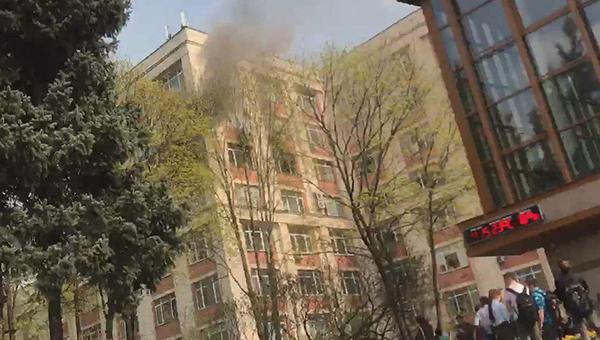 В университете нефти и газа полыхает пожар