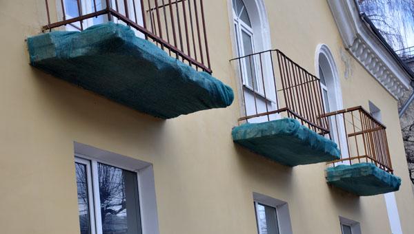 Пока не сделаны ни крыши, ни балконы