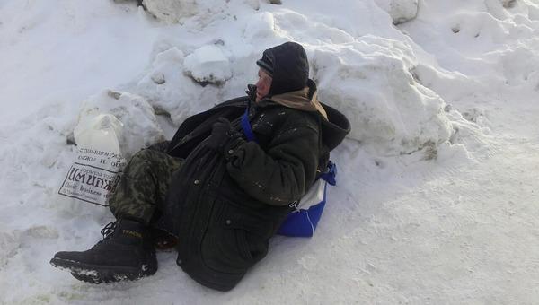 Бездомный отморозил себе ноги после того, как его не пустили в больницу