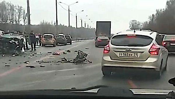 На трассе М2 погиб мужчина, въехав в металлический отбойник