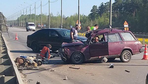 На М2 в аварии погибли двое, пострадали трое
