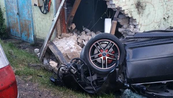 В Подмосковье водитель погиб, врезавшись в подстанцию
