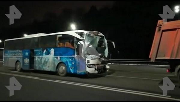 В Подмосковье автобус с пассажирами столкнулся с грузовиком
