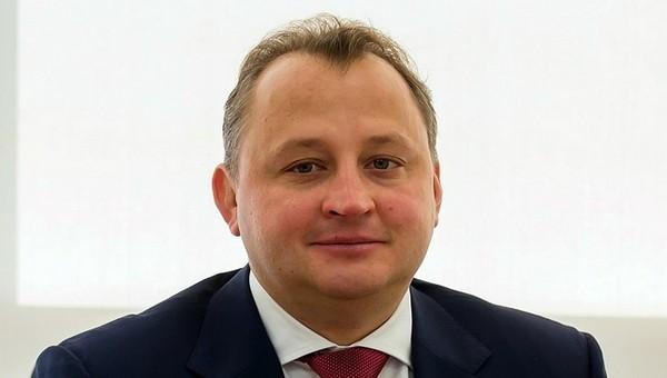 Топ-менеджер корпорации «Вертолеты России» сломал шею, выпав из окна коттеджа в Подмосковье