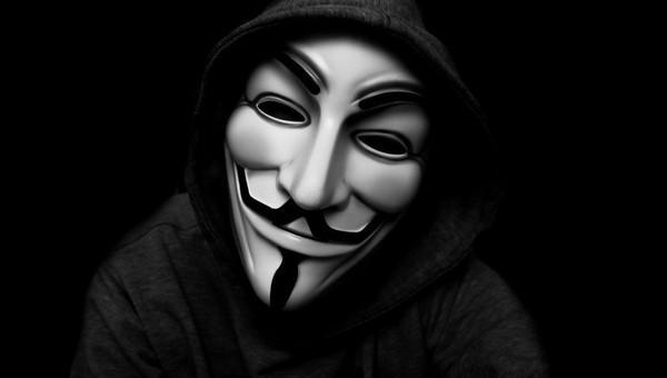 В Подмосковье похитили мужчину. Полиция нашла его в багажнике машины в маске Гая Фокса