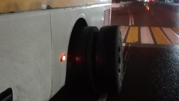 У автобуса Серпухов - Пущино отвалились колеса