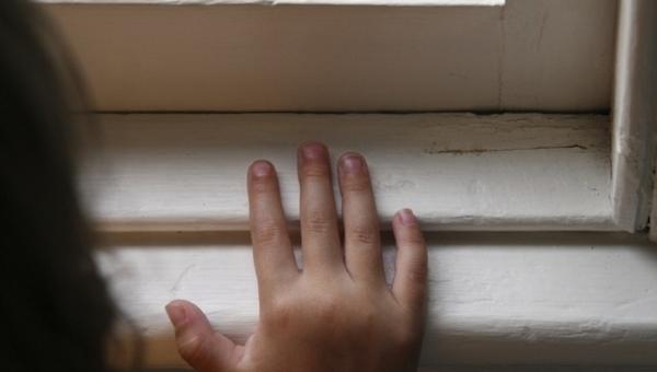 В Подмосковье школьница выпала из окна 4 этажа