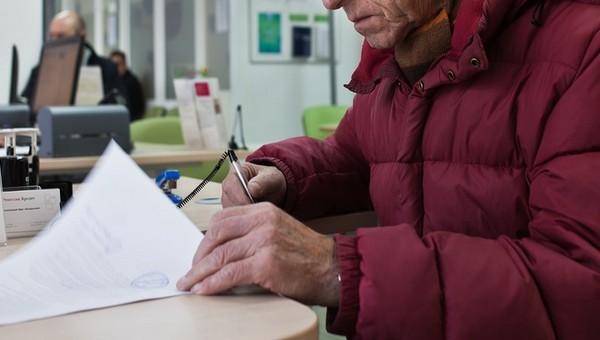 Сотрудница банка хозяйничала на сберегательном счете пенсионера