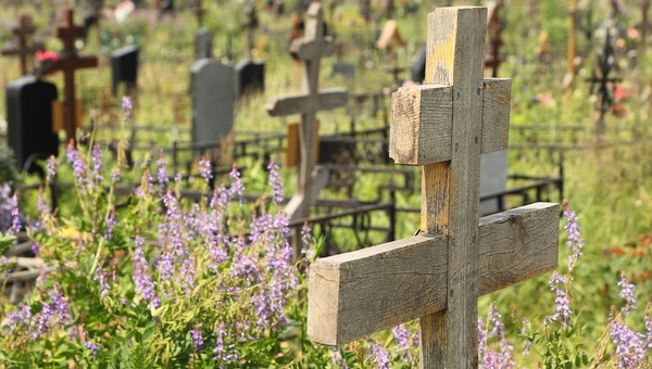 Женщина умерла на могиле родных