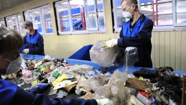 ФСИН предложила использовать заключенных для переработки мусора
