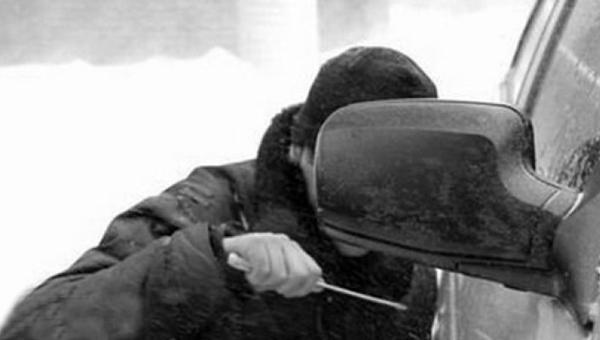 В Райсеменовском угнали авто