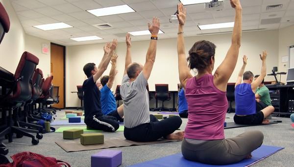 Минздрав рекомендовал работодателям ввести физкульт-минутки в офисах