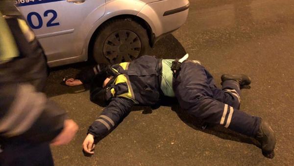 В Москве таксист сбил сотрудника ДПС, оформлявшего ДТП