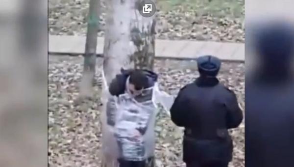 «Какие странные вещи». В Москве пьяного дебошира обезвредили при помощи пищевой пленки