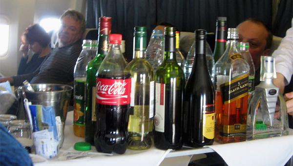 «Аэрофлот» вернул алкоголь на свои рейсы