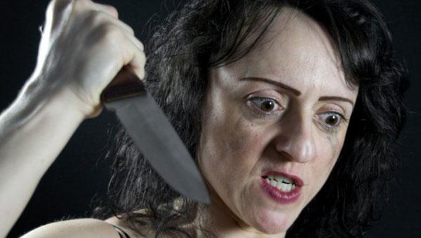 Женщина, отрезавшая убитому мужу пальцы, теперь взялась за малолетнего сына...