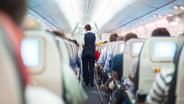 Стюардесса рассказала о самых мерзких поступках пассажиров