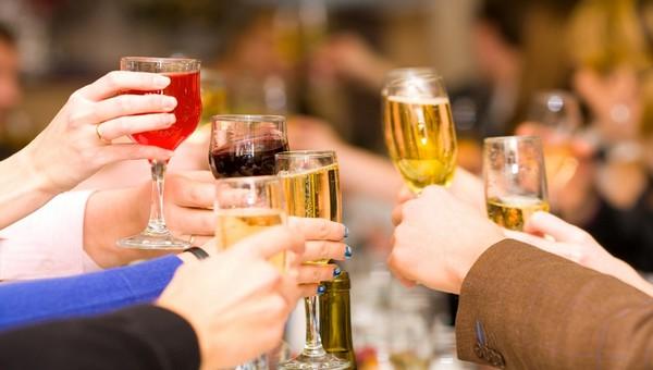 Названы напитки, вызывающие самое тяжкое похмелье
