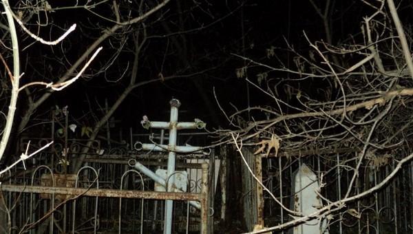На старом кладбище в Подмосковье нашли мертвую женщину