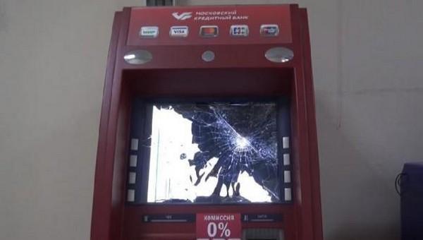 Мужчина в Подмосковье решил отомстить банкоматам за безденежье