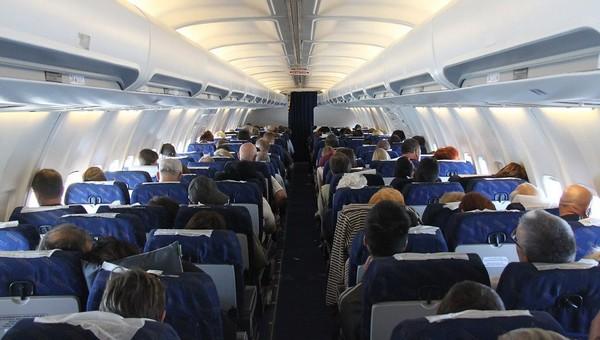 Авиакомпаниям разрешили забивать самолеты пассажирами до отказа