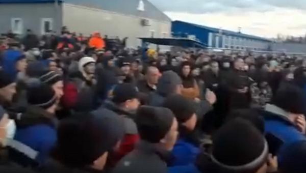 Рабочие устроили бунт на базе «Газпрома»