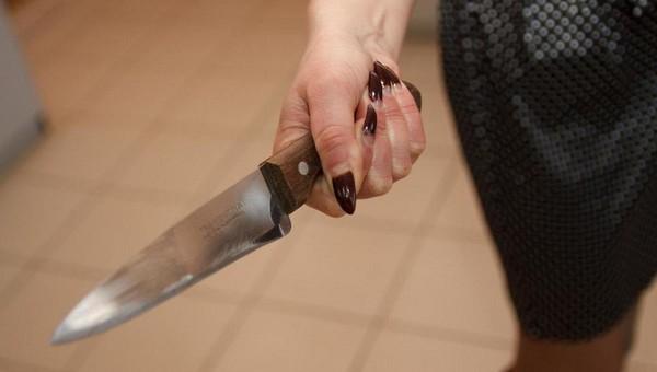 В Подмосковье молодая женщина ранила ножом полицейского