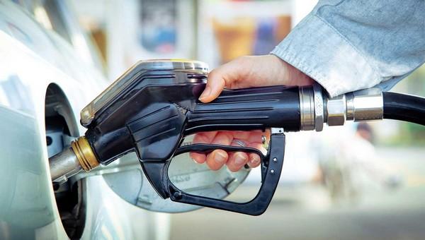 Опубликован список заправок с опасным топливом
