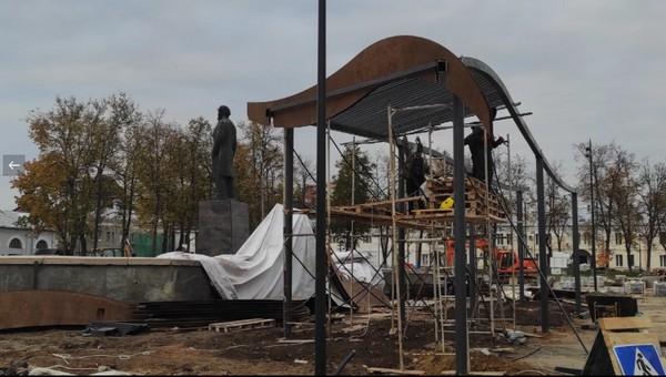 На главной площади Серпухова смонтировали нечто невиданное