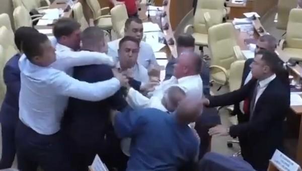 Областные депутаты подрались прямо на заседании