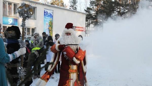 Деда Мороза и Снегурочку предложили экипировать огнетушителями