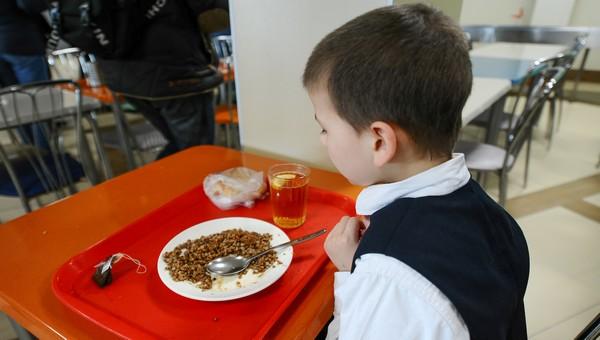 Дети назвали самые ужасные блюда в школьных столовых
