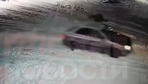 Угонщик сбил владельца автомобиля