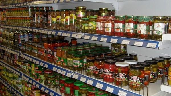 В популярных консервах с полок супермаркета нашли смертельно опасную бактерию