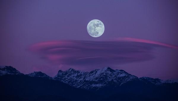 В нынешние выходные жители Земли увидят «голубую Луну»