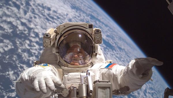 Российский космонавт снял выход в открытый космос