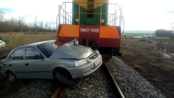 В Подмосковье произошла авария с участием локомотива и легковушки