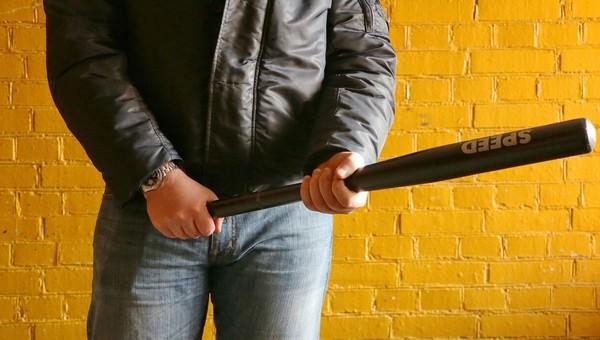 Мужчина с битой ограбил салон связи в Подольске