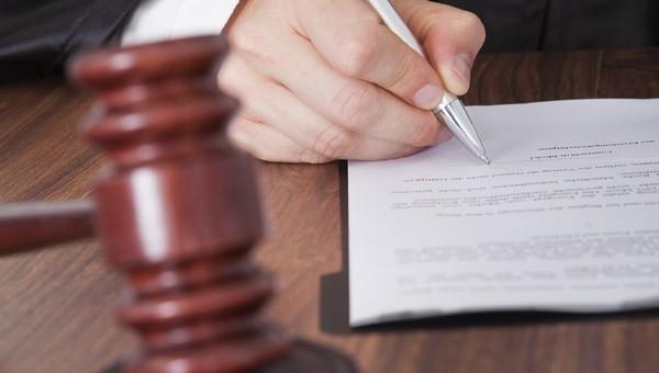 Женщина подала на мэра в суд после того, как ему увеличили отпуск