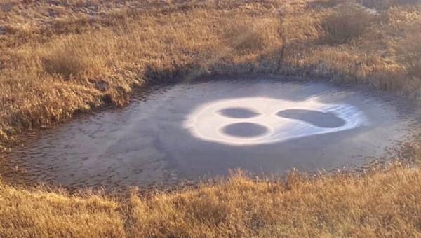На замерзшем российском озере появилось мистическое послание
