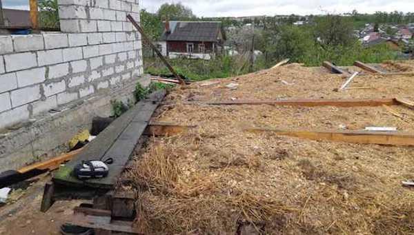Обрушившийся потолок раздавил рабочего