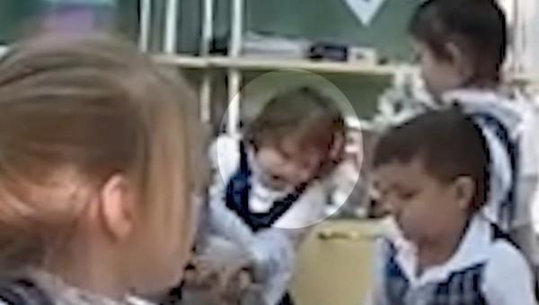 Первоклассница с ножом терроризирует учеников гимназии