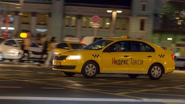 Мать двоих детей сменила за рулем засыпающего таксиста