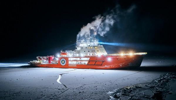 Двоих россиян, уплывших на льдине в Карское море, спасли моряки с ледокола