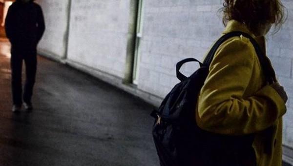 В Подмосковье изнасиловали и ограбили молодую девушку