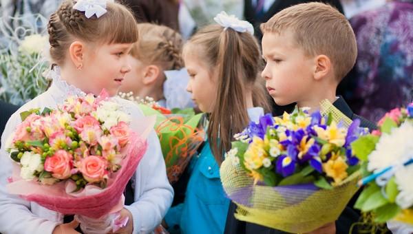 «Зачем одному учителю 32 букета?» Активисты предложили запретить цветы на 1 сентября